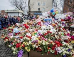 Православные добровольцы позаботятся о народном мемориале возле сгоревшего ТЦ в Кемерово