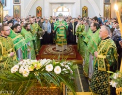 В Неделю ваий митрополит Павел совершил Литургию в Свято-Духовом кафедральном соборе города Минска