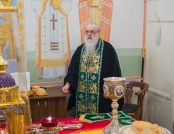 В праздник Входа Господня в Иерусалим митрополит Филарет молился за Литургией в домовом храме Минского епархиального управления