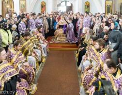 В Великий Четверток Патриарший Экзарх совершил Литургию в Свято-Духовом кафедральном соборе города Минска