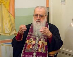 В Великий Четверток митрополит Филарет молился за Литургией в домовом храме Минского епархиального управления