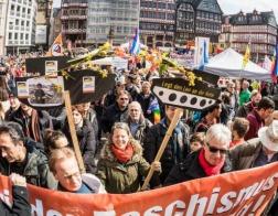 Пасхальные демонстрации в странах Европы насчитывают уже более десяти тысяч участников