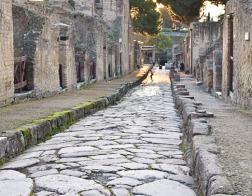 Археологи нашли обугленный свиток предположительно христианской рукописи написанной не позднее 79 года нашей эры
