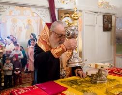 В праздник Светлого Христова Воскресения митрополит Филарет молился за Литургией в домовом храме Минского епархиального управления