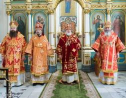 В понедельник Светлой седмицы митрополит Павел возглавил Пасхальную вечерню в Свято-Духовом кафедральном соборе города Минска