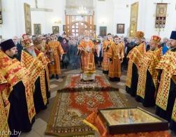 В четверг Светлой седмицы митрополит Павел совершил Пасхальную вечерню и утреню в Петро-Павловском соборе города Минска