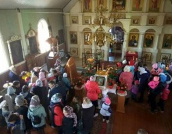 В Преображенском храме деревни Острошицкий Городок состоялась Литургия для школьников