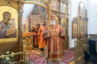 В Неделю 2-ю по Пасхе Патриарший Экзарх совершил Литургию в Воскресенском храме города Минска