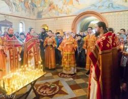 В праздник Радоницы митрополит Павел совершил Литургию и панихиду в Лазаревском храме на Северном кладбище города Минска