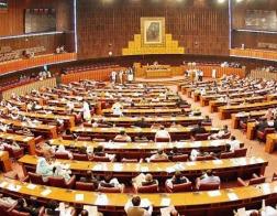 В парламент Пакистана впервые в истории избран христианин и женщина из далитов