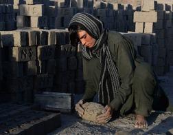 В Афганистане девочки вынуждены переодеваться мальчиками, чтобы получить работу