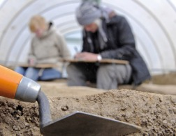 В Москве при работах нашли средневековое оружие и древнюю церковную утварь