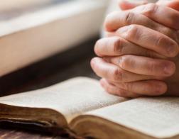 В Алжире полиция арестовала священника за перевозку христианской литературы