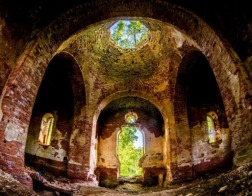 Церковь составит список всех аварийных храмов