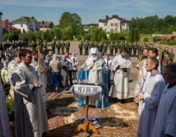 В Троицкую родительскую субботу митрополит Павел совершил Литургию в храме Рождества Пресвятой Богородицы поселка Тарасово