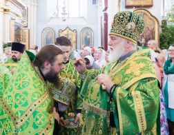 В канун праздника Святого Духа митрополит Павел совершил всенощное бдение в Свято-Духовом кафедральном соборе города Минска