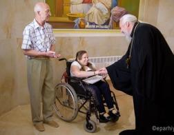 Благодаря Гомельской епархии, Красному Кресту и местным властям у сироты-колясочницы Марии Кожемякиной появился гусеничный подъемник