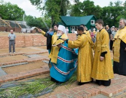 Митрополит Павел совершил закладку памятной грамоты в основание строящегося храма иконы Божией Матери «Всецарица» в городе Минске