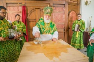 Митрополит Павел совершил чин великого освящения Свято-Троицкого храма города Минска
