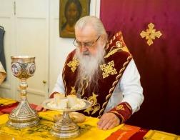 В праздник Всех святых митрополит Филарет молился за Литургией в домовом храме Минского епархиального управления