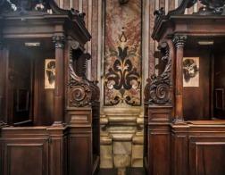 Священник храма близ Ватикана нашел в исповедальне 36 тысяч евро