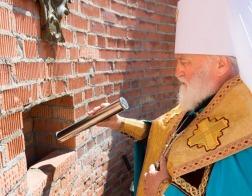 Митрополит Павел совершил закладку памятной грамоты в основание строящегося Успенского храма в агрогородке Колодищи