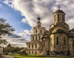 """Андроников монастырь просят защитить от """"тира на костях"""", открытого на месте некрополя"""