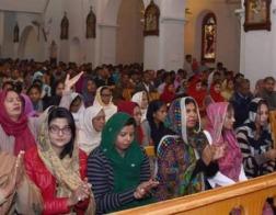 В Пакистане четверо мужчин арестованы в связи с нападением на католическую церковь