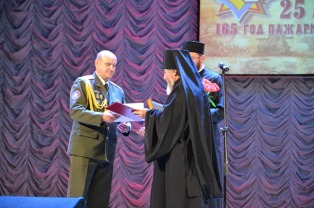 Епископ Леонид поздравил сотрудников и ветеранов МЧС с профессиональным праздником