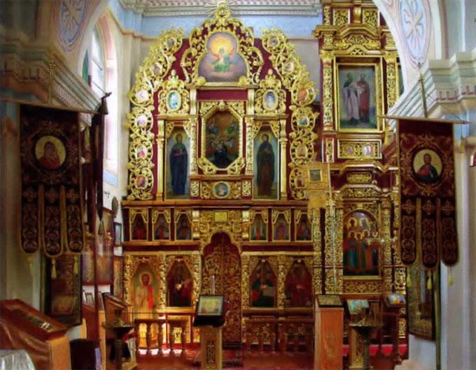 Северный придел собора Свято-Никольского монастыря, где молился Николай II с семьей, освящен сейчас во имя святых царственных страстотерпцев.